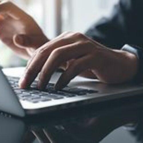 Policja przestrzega przed oszustami w internecie