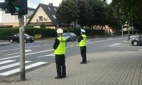 Bezpieczna droga do szkoły pod okiem policjanta